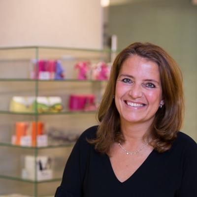 Jeanet Boreel, Receptioniste